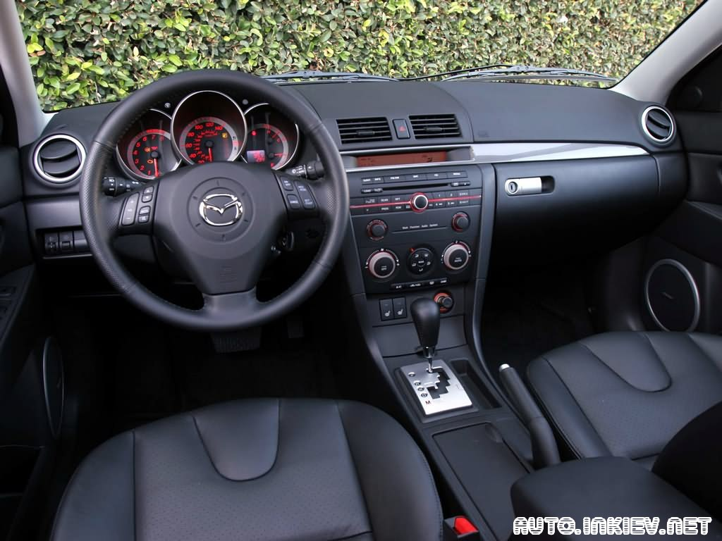 """Ездовые свойства - вот что сделало Mazda 3 (а заодно, кстати, и  """"шестерку """") особенным автомобилем."""