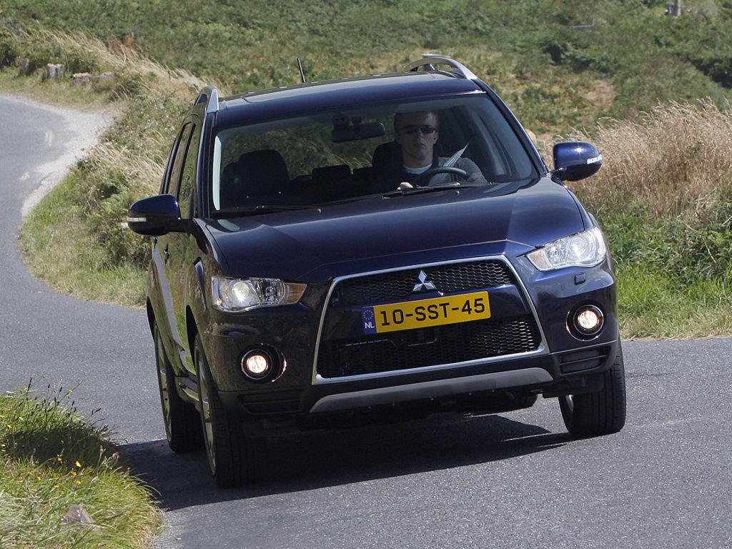 отзывы об автомобиле митсубиси аутлендер 2010 года