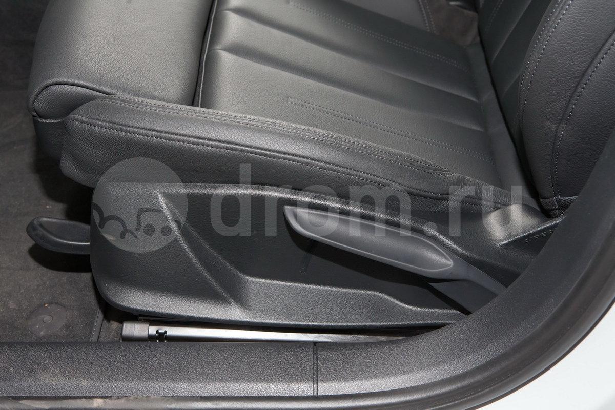 Регулировка передних сидений: Механическая регулировка передних сидений