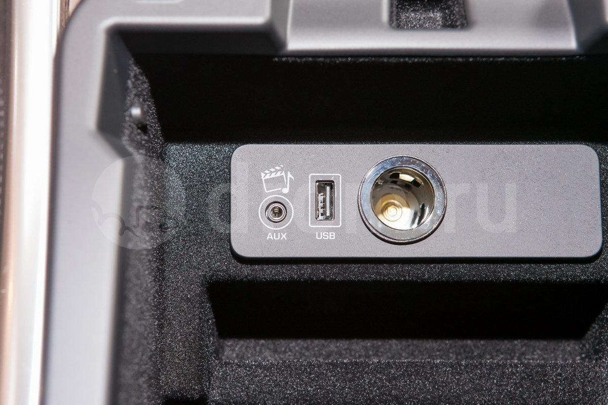 Дополнительное оборудование аудиосистемы: Аудиосистема Meridian мощностью 825 Вт с 19 динамиками (опция)