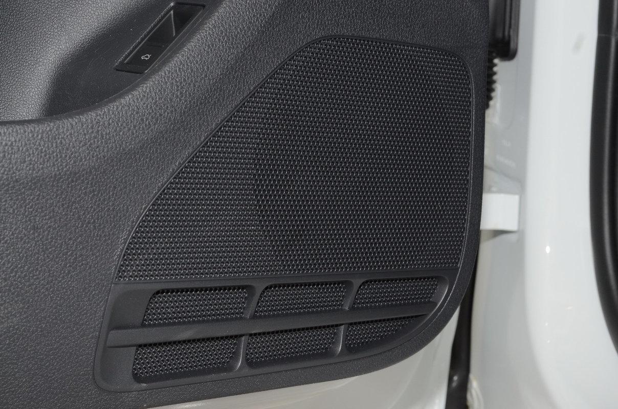 Дополнительное оборудование аудиосистемы: Аудиосистема RCD 220G, AM/FM, CD, входы SD, USB, iPod, 4 динамика