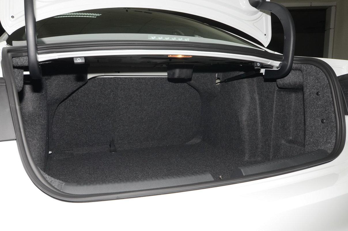 Вместимость багажника, л: 510