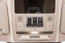 Подсветка: Система JaguarSense™ — управление потолочной консолью освещения (спереди), голубая подсветка интерьера