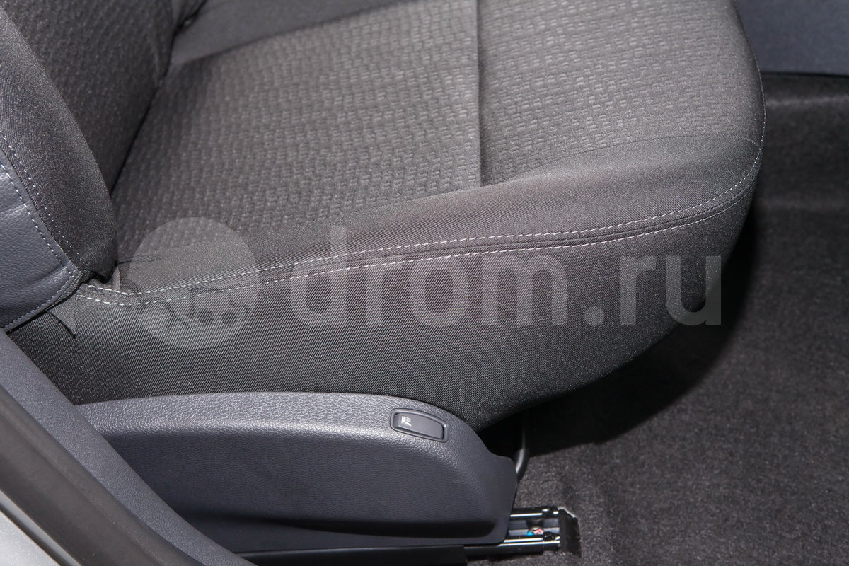 Регулировка передних сидений: Механическая в 4 направлениях + регулировка сиденья водителя по высоте