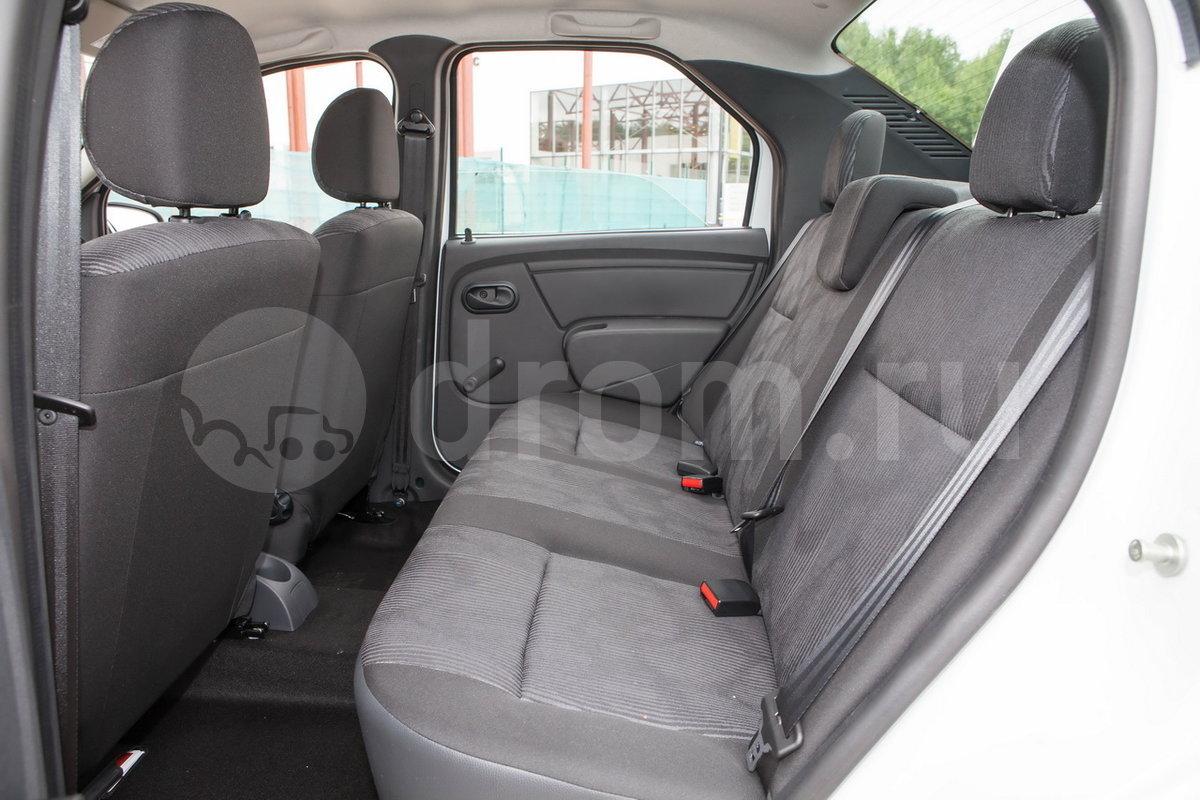 Второй ряд сидений: Спинка заднего сиденья неделимая