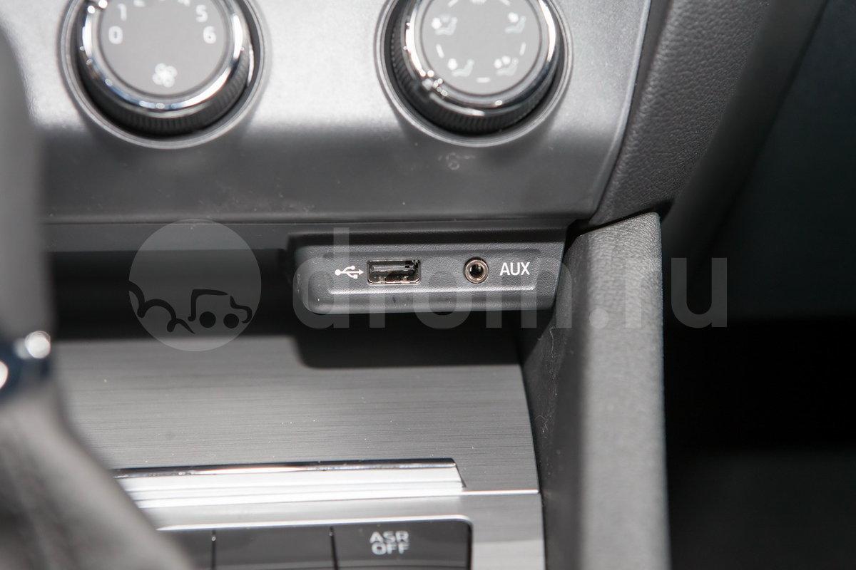 Дополнительное оборудование аудиосистемы: 8 динамиков, USB, AUX, SD-слот
