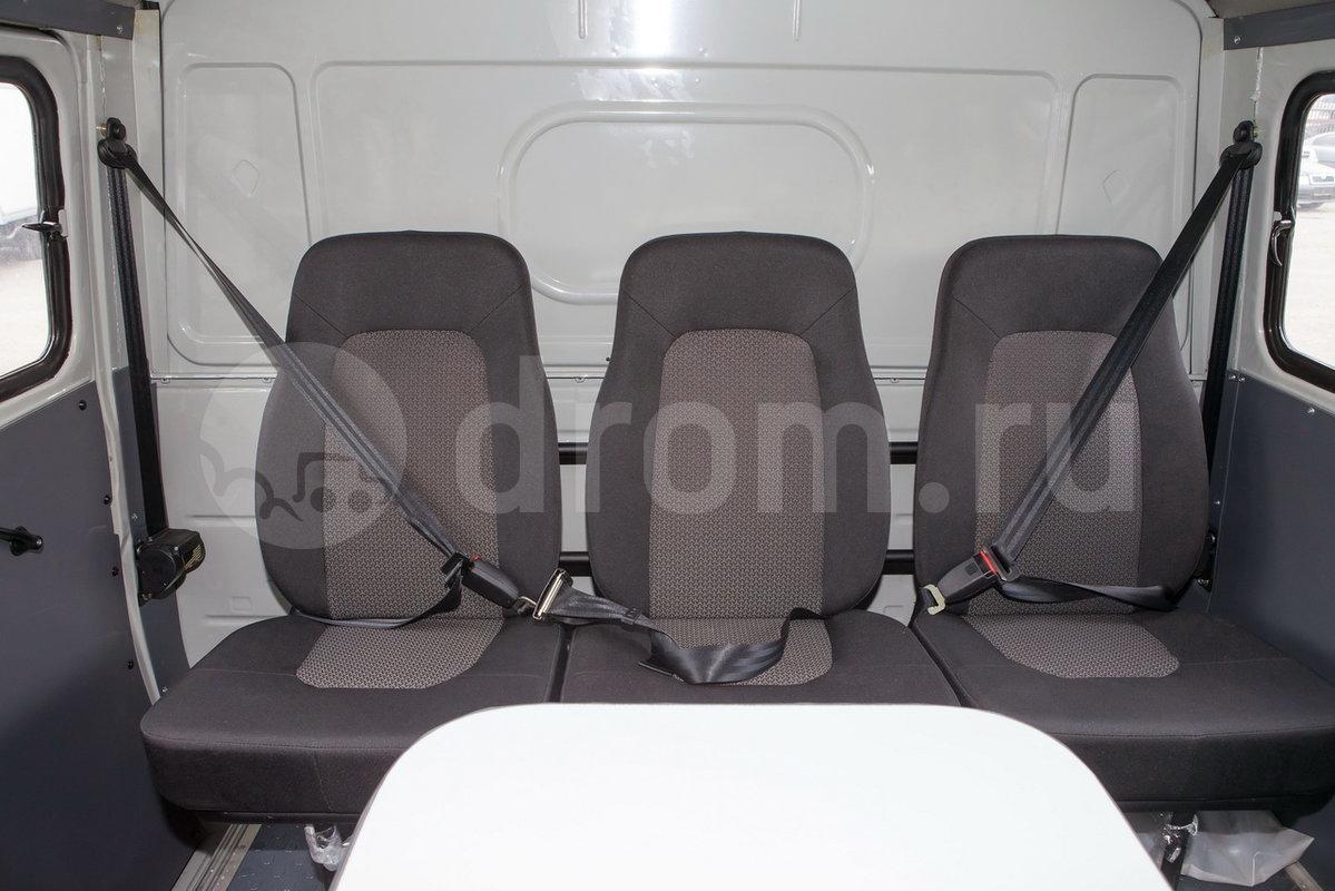 Второй ряд сидений: три одноместных сиденья