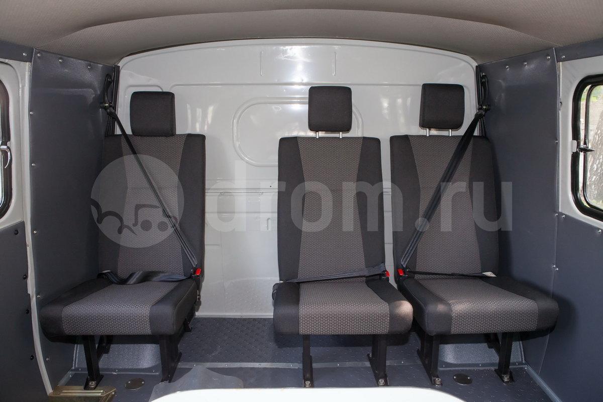 Третий ряд сидений: сиденье одно одноместное и одно двухместное