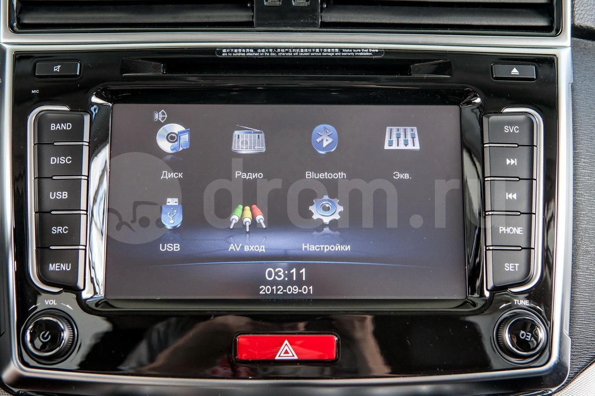 Дополнительное оборудование аудиосистемы: Акустическая система (2 высокочастотных динамика, 4 низкочастотных, 1 центральный), разъём USB/IPOD, AUX
