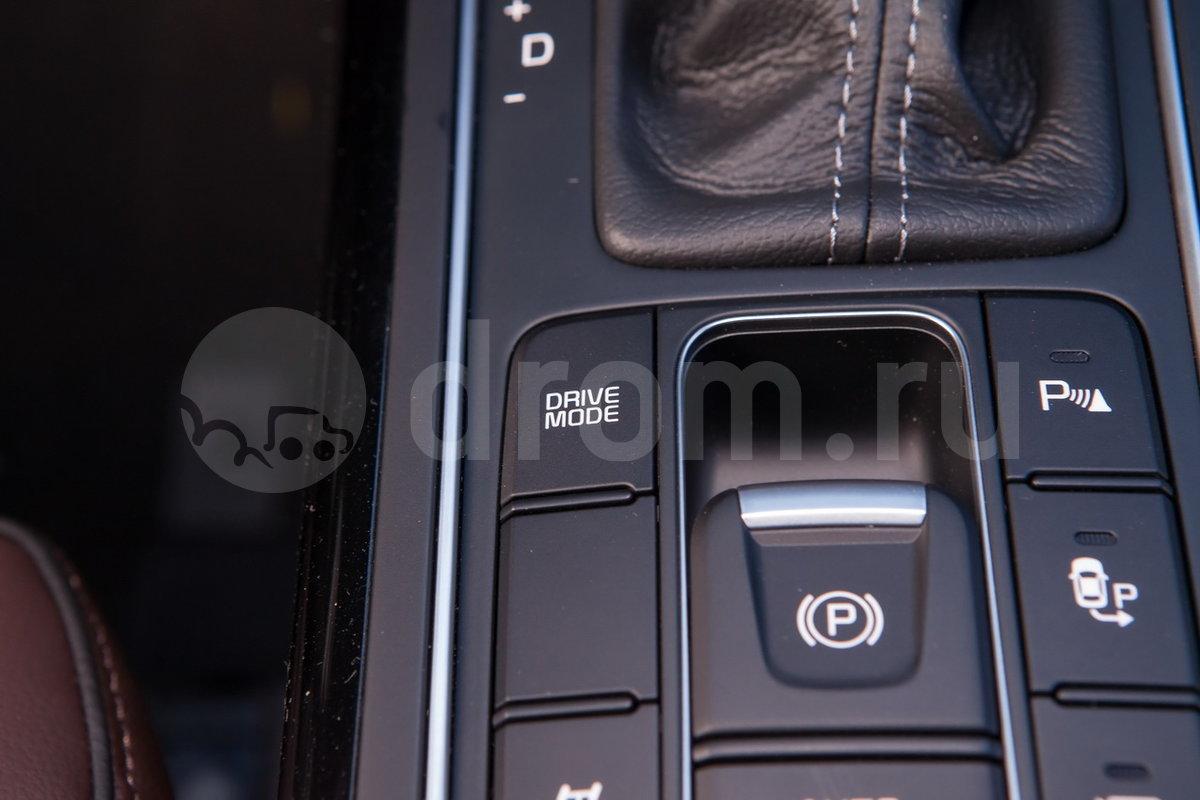 Дополнительное оборудование: Автоматическое разблокирование дверей при ударе, индикатор низкого уровня омывающей жидкости, система автоматического выравнивания высоты кузова, система помощи при выезде с парковки задним ходом, система выбора режима движения
