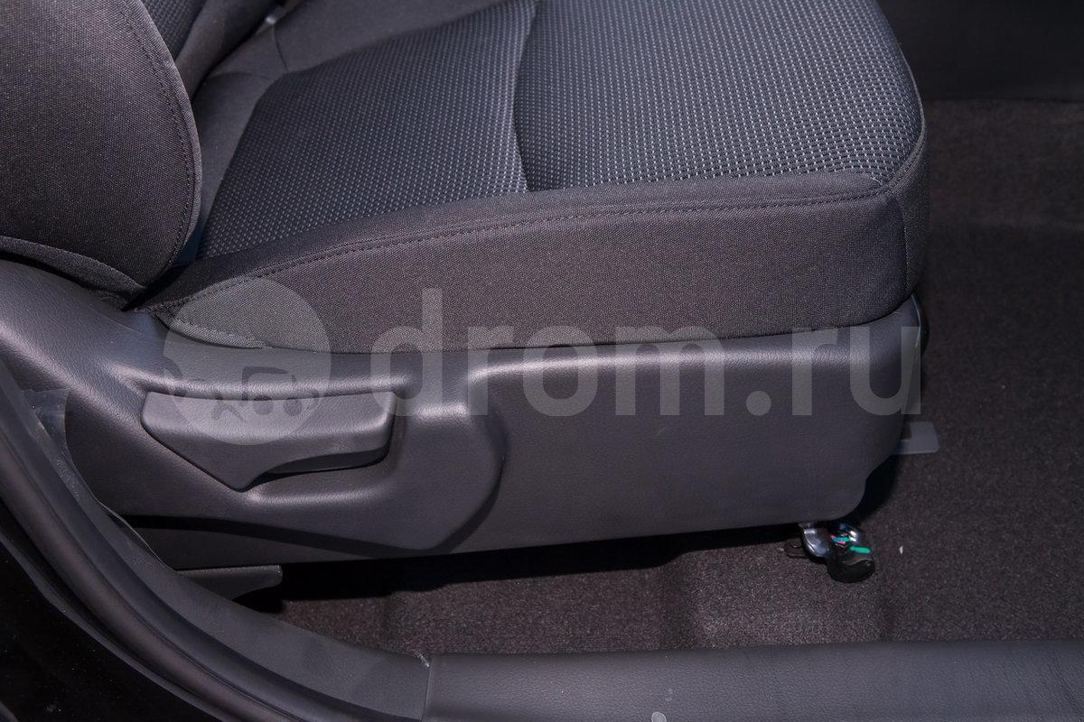 Регулировка передних сидений: Сиденье водителя, регулируемое по высоте