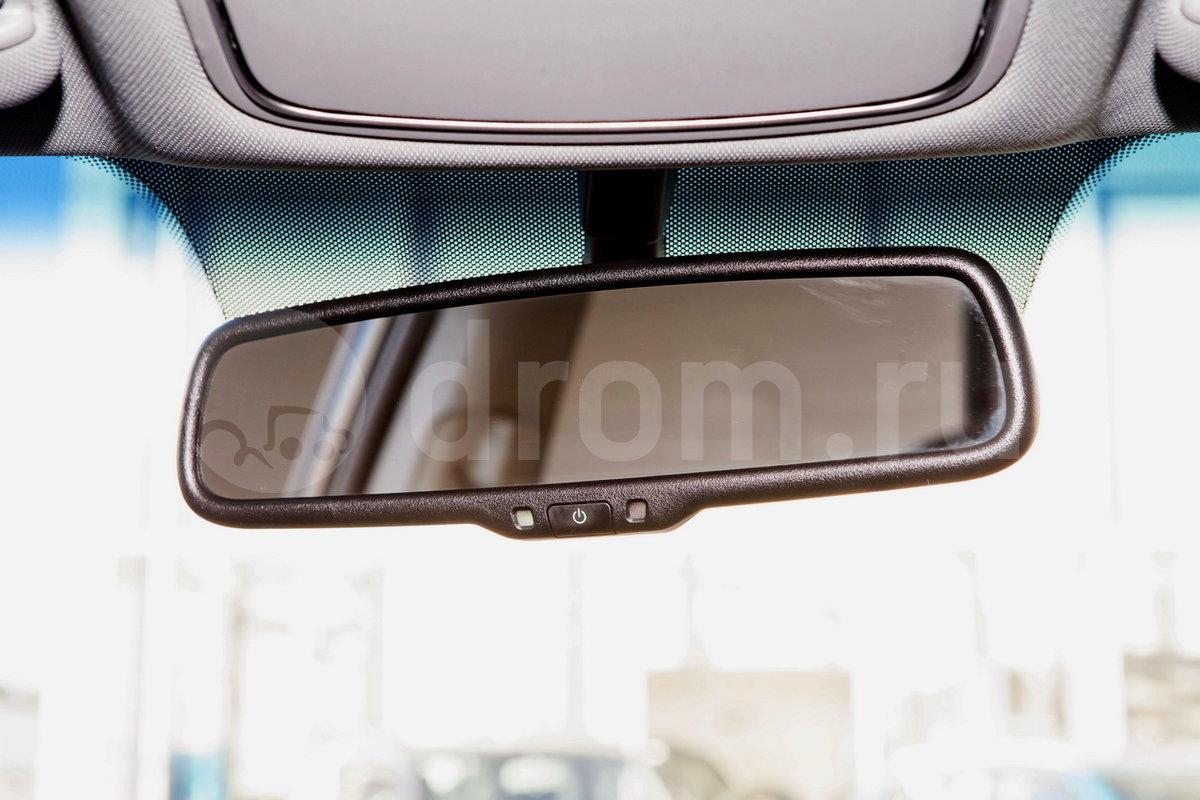 Самозатемняющееся зеркало заднего вида: да