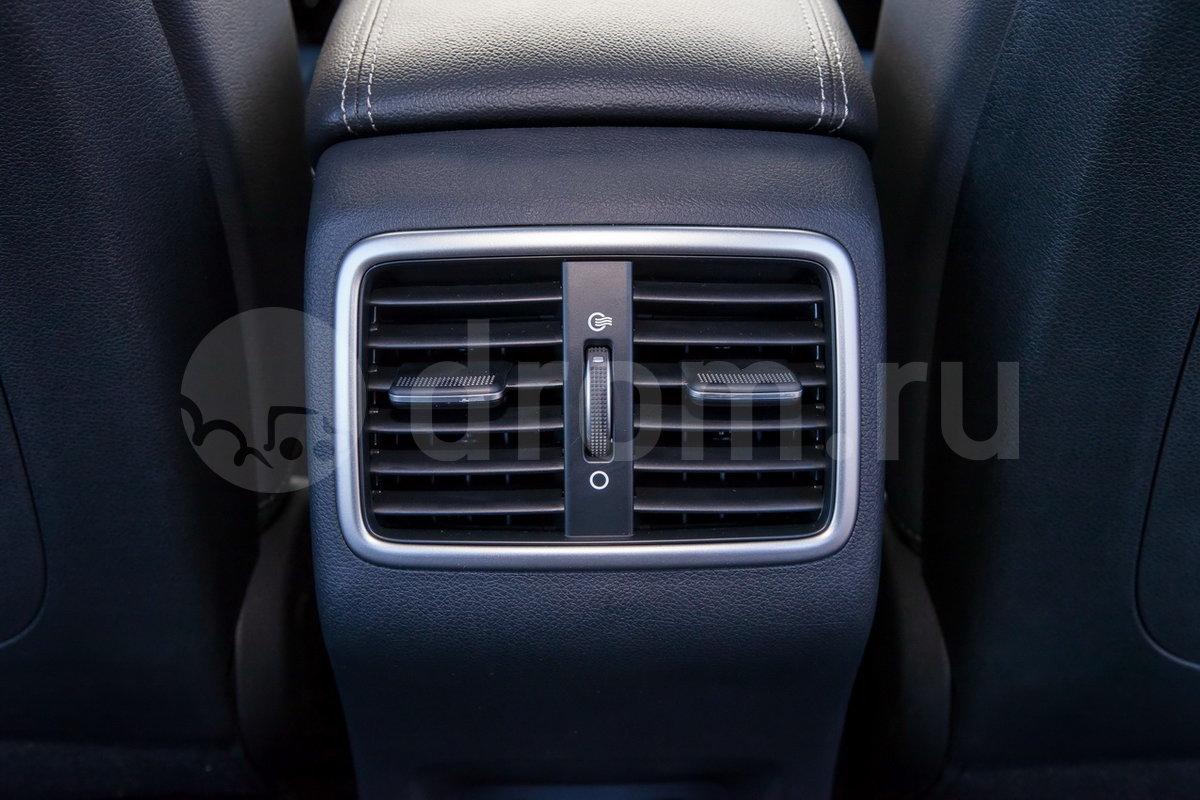 Дополнительно: Дефлекторы обдува для задних пассажиров