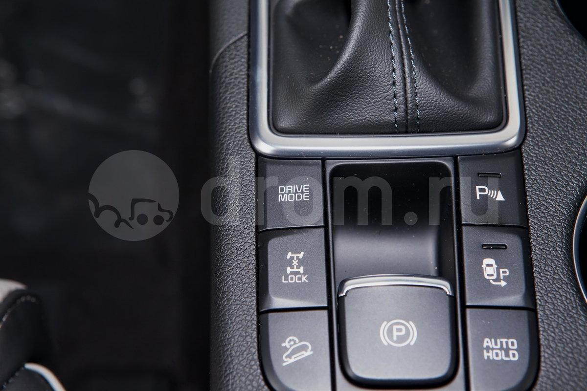 Дополнительное оборудование: Drive Mode Select, индикатор низкого уровня омывающей жидкости, подогрев лобового стекла в зоне стоянки стеклоочистителей, стеклоподъёмник водителя c функцией Auto, беспроводная зарядка для мобильных устройств