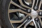Передние тормоза: Вентилируемые дисковые