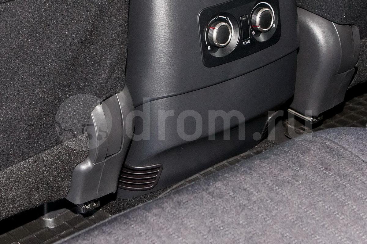 Дополнительное оборудование: Автоматическая система разблокировки дверей при аварии, блокировка замков задних дверей от открывания изнутри, воздуховоды подвода теплого воздуха к ногам задних пассажиров