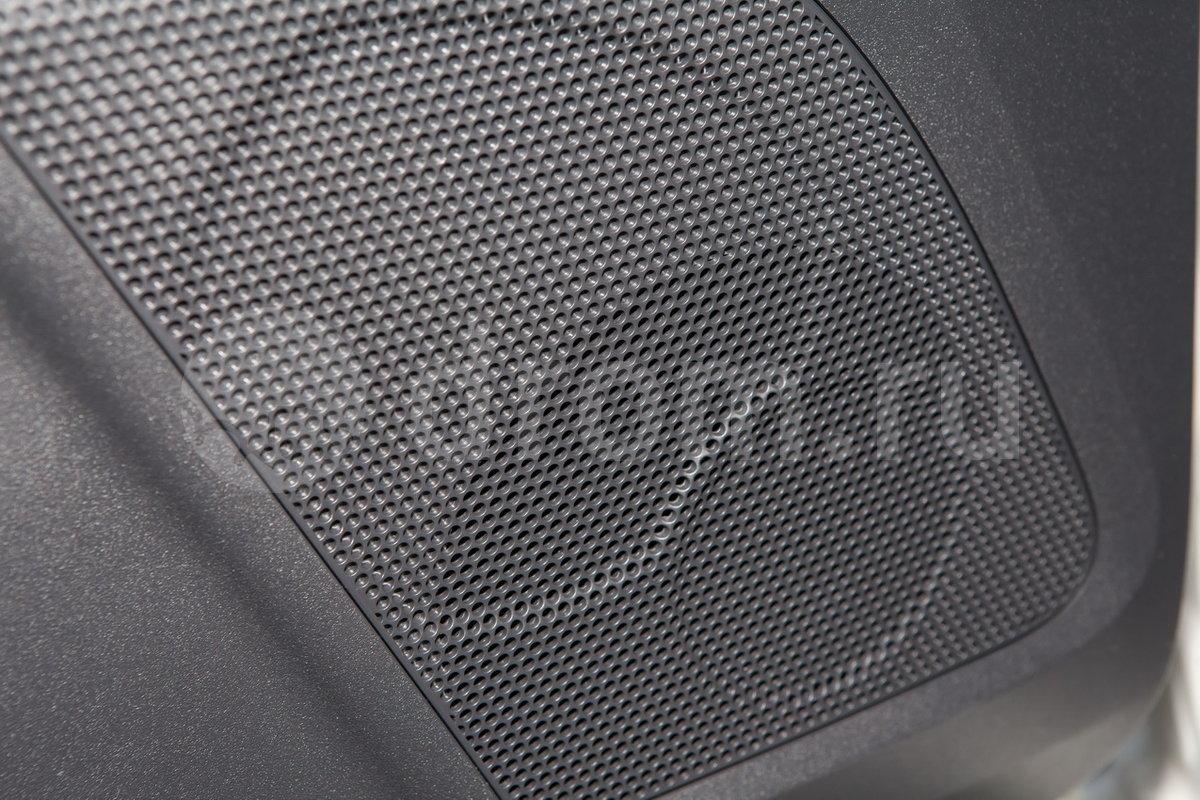 Дополнительное оборудование аудиосистемы: 6 динамиков