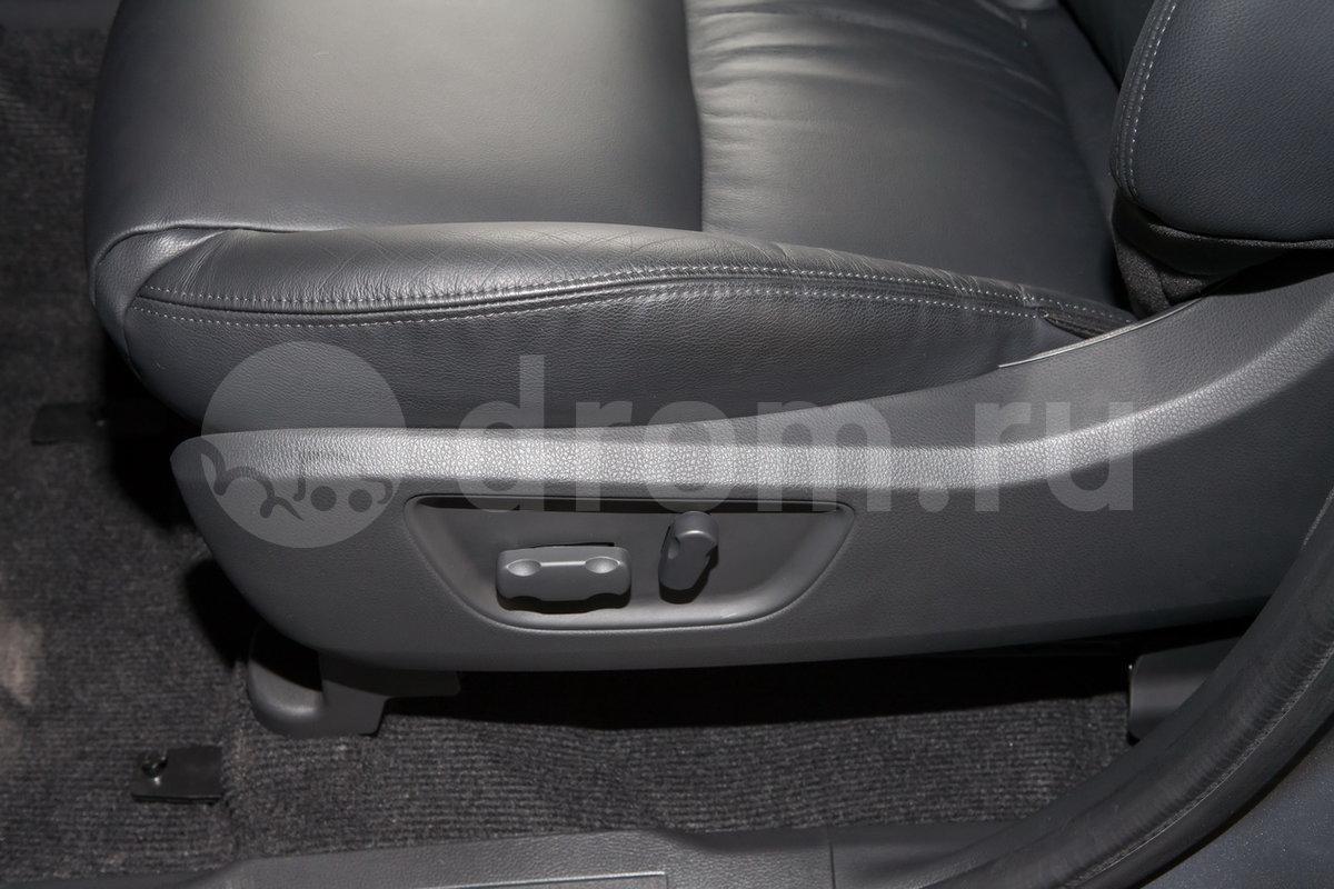 Регулировка передних сидений: Регулировка водительского сиденья по высоте
