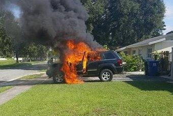 09.09.2016 Новый Samsung Galaxy Note 7 пожароопасен — в США из-за него сгорел Jeep