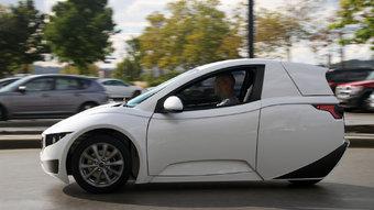 09.09.2016 Канадская компания разработала одноместный электромобиль для мегаполисов