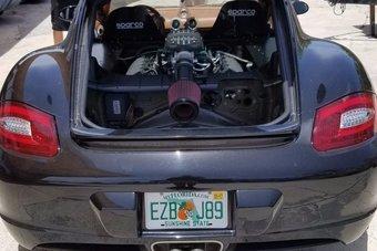 13.09.2016 Американцы заменили двигатель Porsche Cayman на V8 от Ford Mustang
