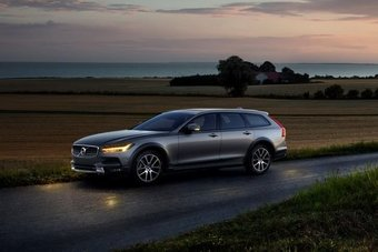 15.09.2016 Volvo показал новый вседорожный универсал V90 Cross Country