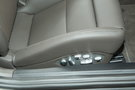 Регулировка передних сидений: Механическая ручная регулировка высоты, электрорегулировка спинки / Электрорегулировка в 18 направлениях (опция)