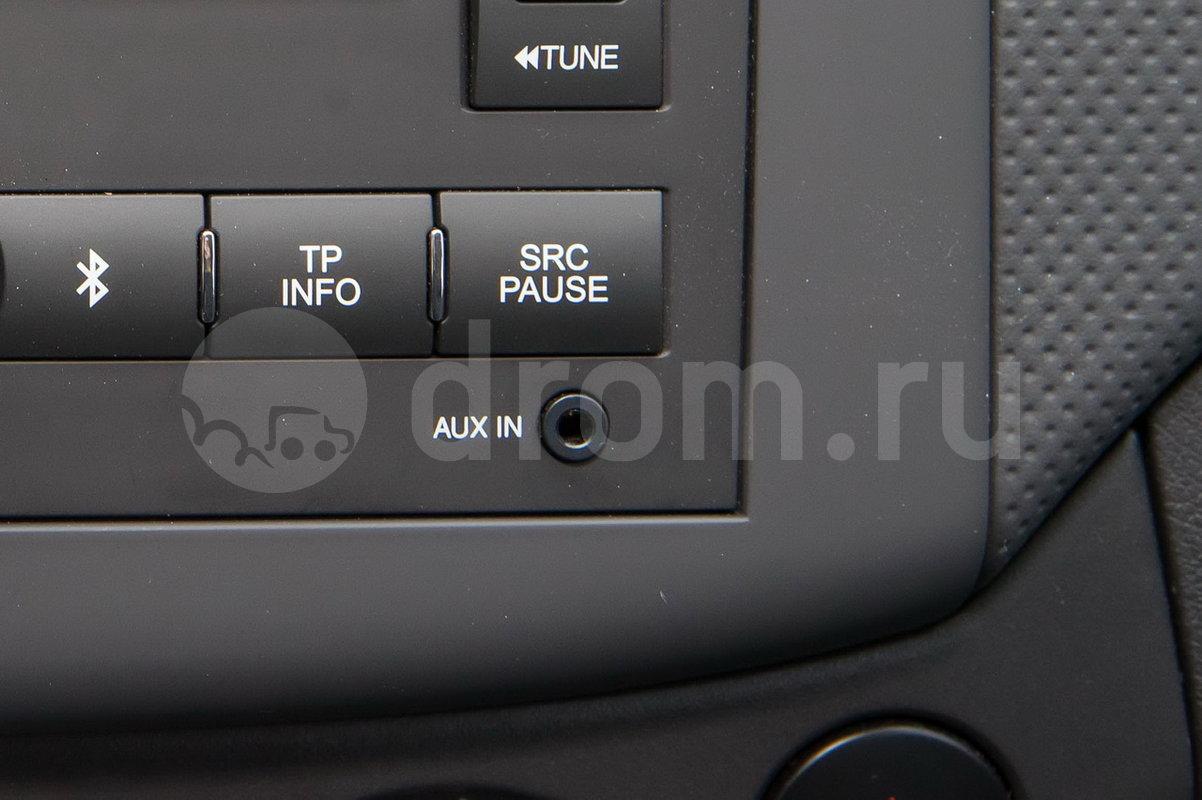 Дополнительное оборудование аудиосистемы: Аудиосистема с AM/FM радио и CD, MP3 плеером, а также AUX, USB, 4 колонки