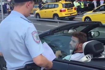 10.10.2016 В Москве задержали водителя, на камеру оскорбившего полицейского