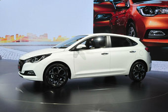 19.10.2016 Hyundai Solaris нового поколения обзавелся модификацией «хэтчбек»