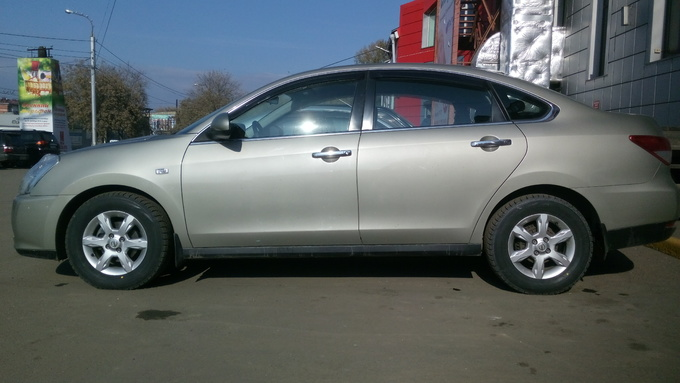 Nissan Almera.