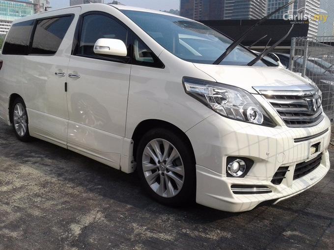 Toyota Alphard.