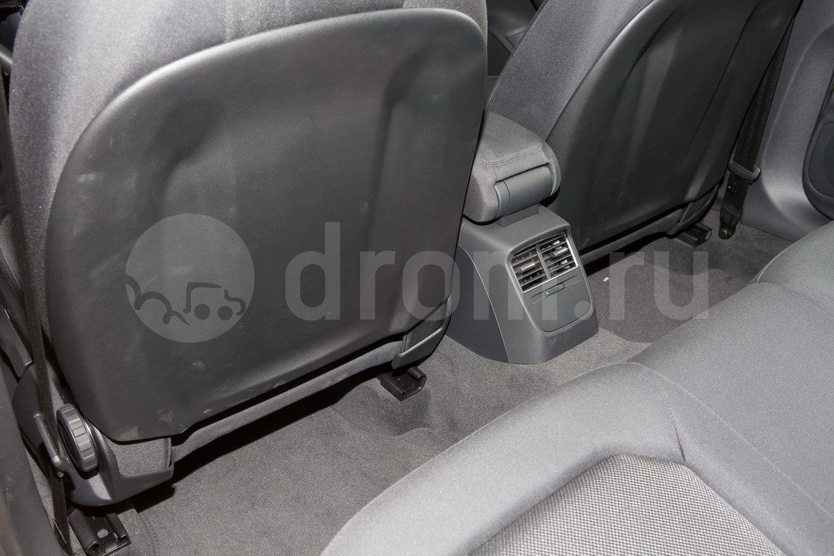 Карманы на спинках передних сидений: опция
