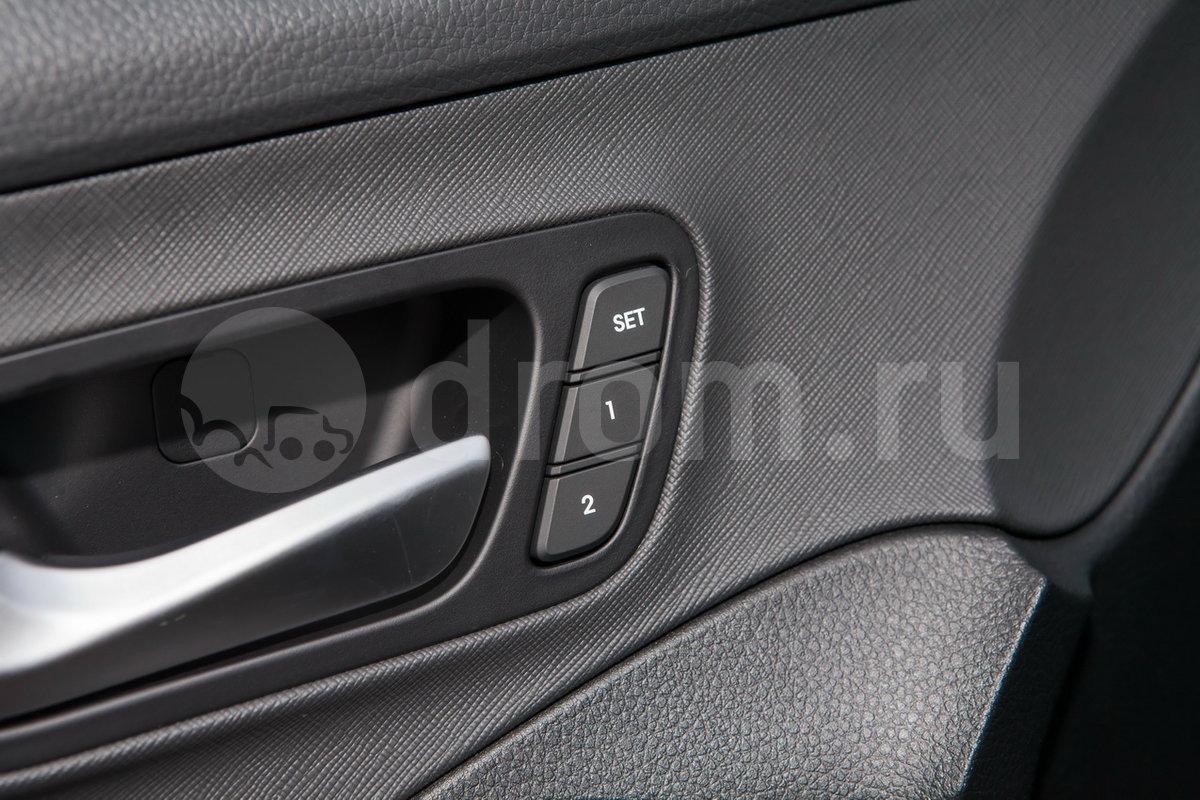 Дополнительное оборудование: Система ионизации воздуха, складывание спинки второго ряда сидений одним нажатием из багажника, память настроек внешних зеркал, система автоматического экстренного торможения