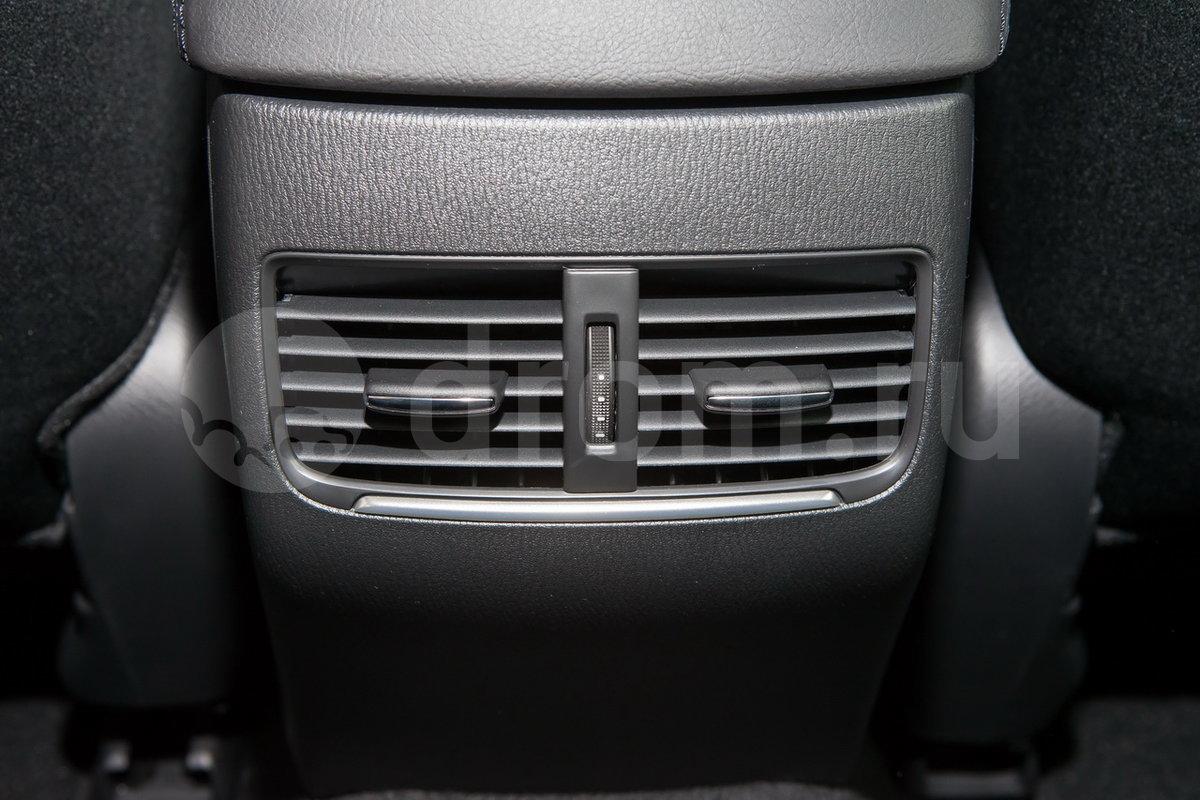 Дополнительное оборудование: Дефлекторы системы вентиляции для задних пассажиров