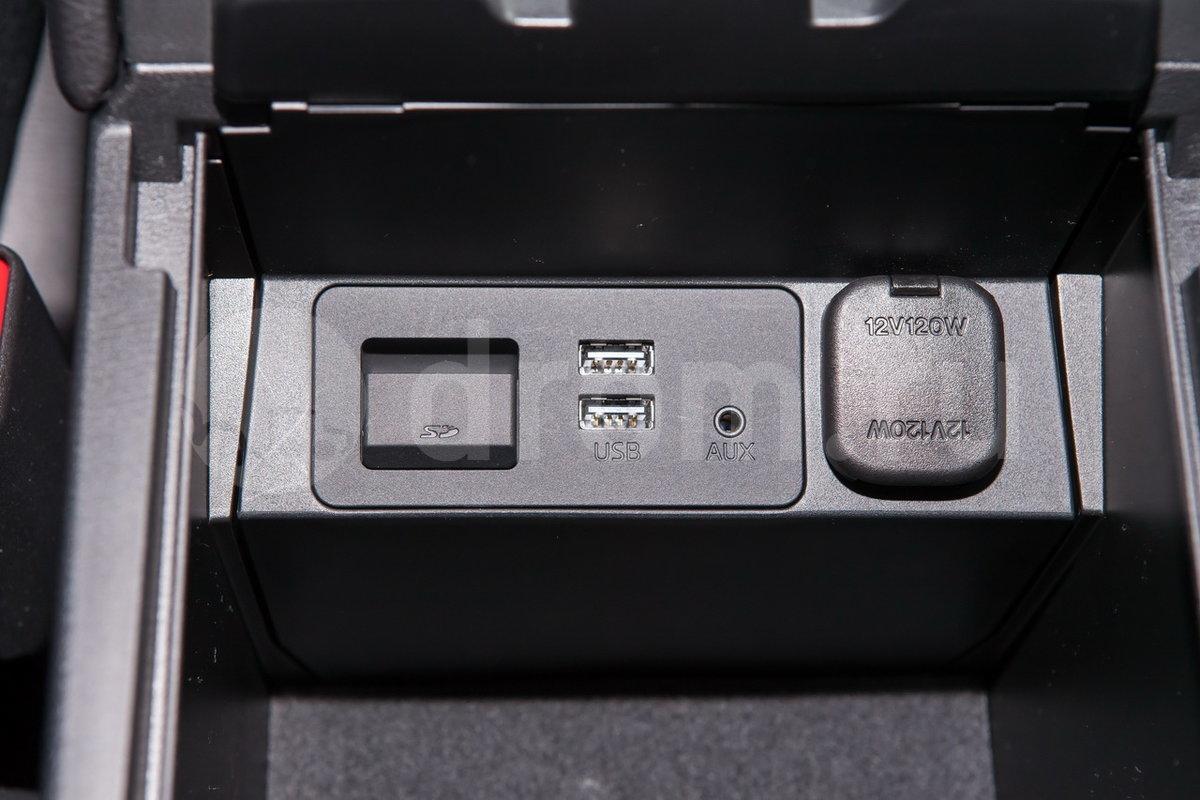 Дополнительное оборудование аудиосистемы: 6 динамиков, USB, AUX,  Аудиосистема BOSE (11 динамиков, опция)
