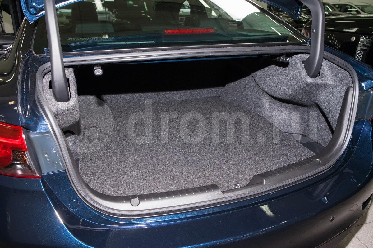 Вместимость багажника, л: 438