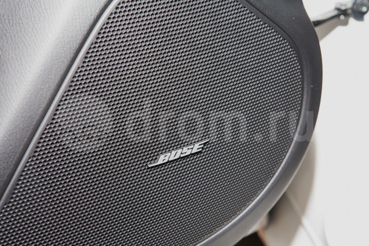 Дополнительное оборудование аудиосистемы: Аудиосистема Bose, 11 динамиков, USB, AUX