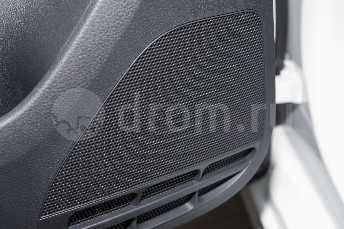 Дополнительное оборудование аудиосистемы: R140, AM/FM, CD, входы SD, USB, iPod, 4 динамика