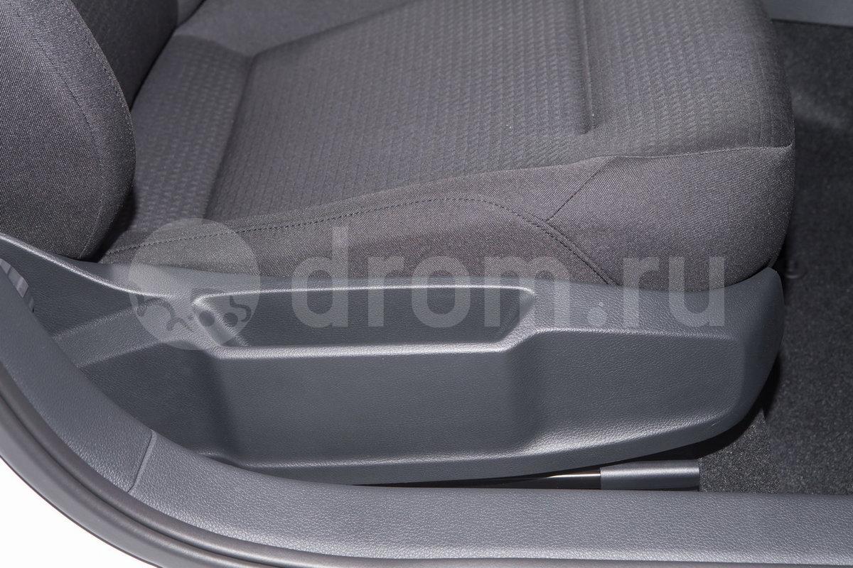 Регулировка передних сидений: Сиденье водителя с регулировкой по высоте