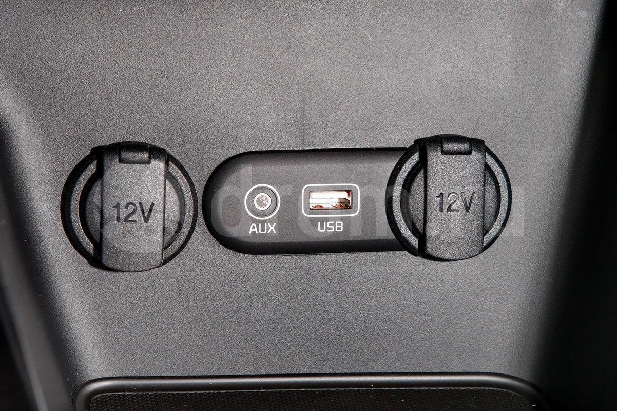 Дополнительное оборудование аудиосистемы: 6 динамиков, USB, AUX, iPod, SD-карта
