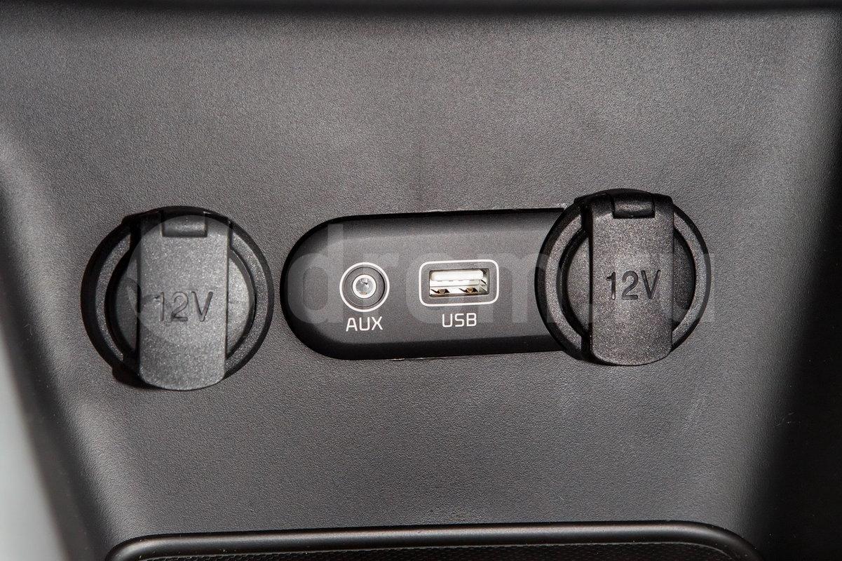Дополнительное оборудование аудиосистемы: 4 динамика, AUX, USB, iPod