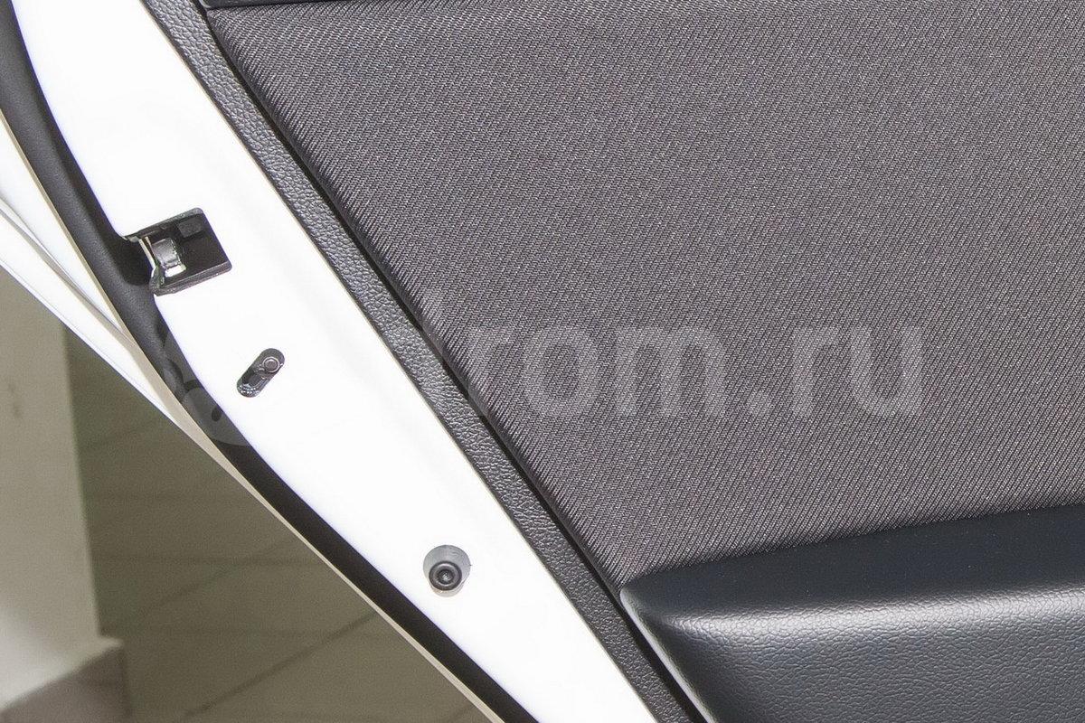 Дополнительное оборудование: Блокировка задних дверей от случайного открывания детьми, функция автовыключения освещения, стеклоподъёмник водителя с функцией Auto, приборная панель Supervision
