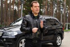 Кадр из обращения Медведева 2012 года, в котором он говорил о введении полумиллионных штрафов за нетрезвую езду.