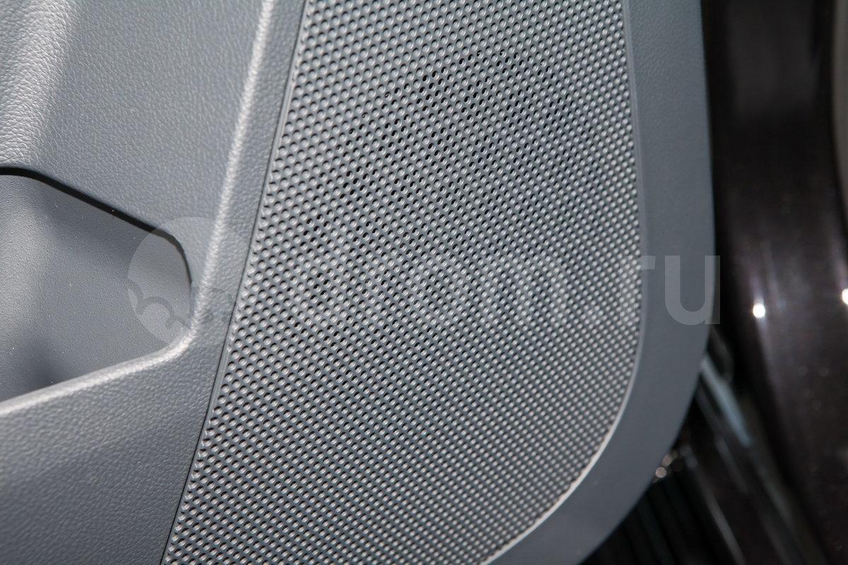 Дополнительное оборудование аудиосистемы: 4 динамика, AUX, USB