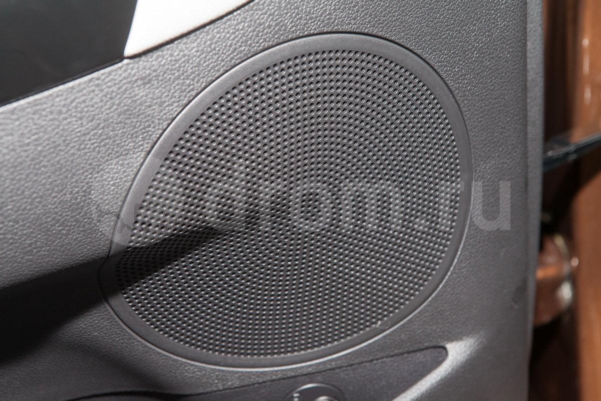 Дополнительное оборудование аудиосистемы: 6 динамиков, USB, AUX, iPod