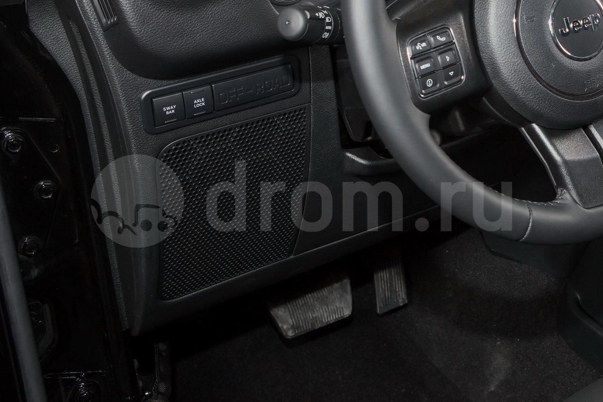 Дополнительное оборудование аудиосистемы: 6 динамиков, сабвуфер