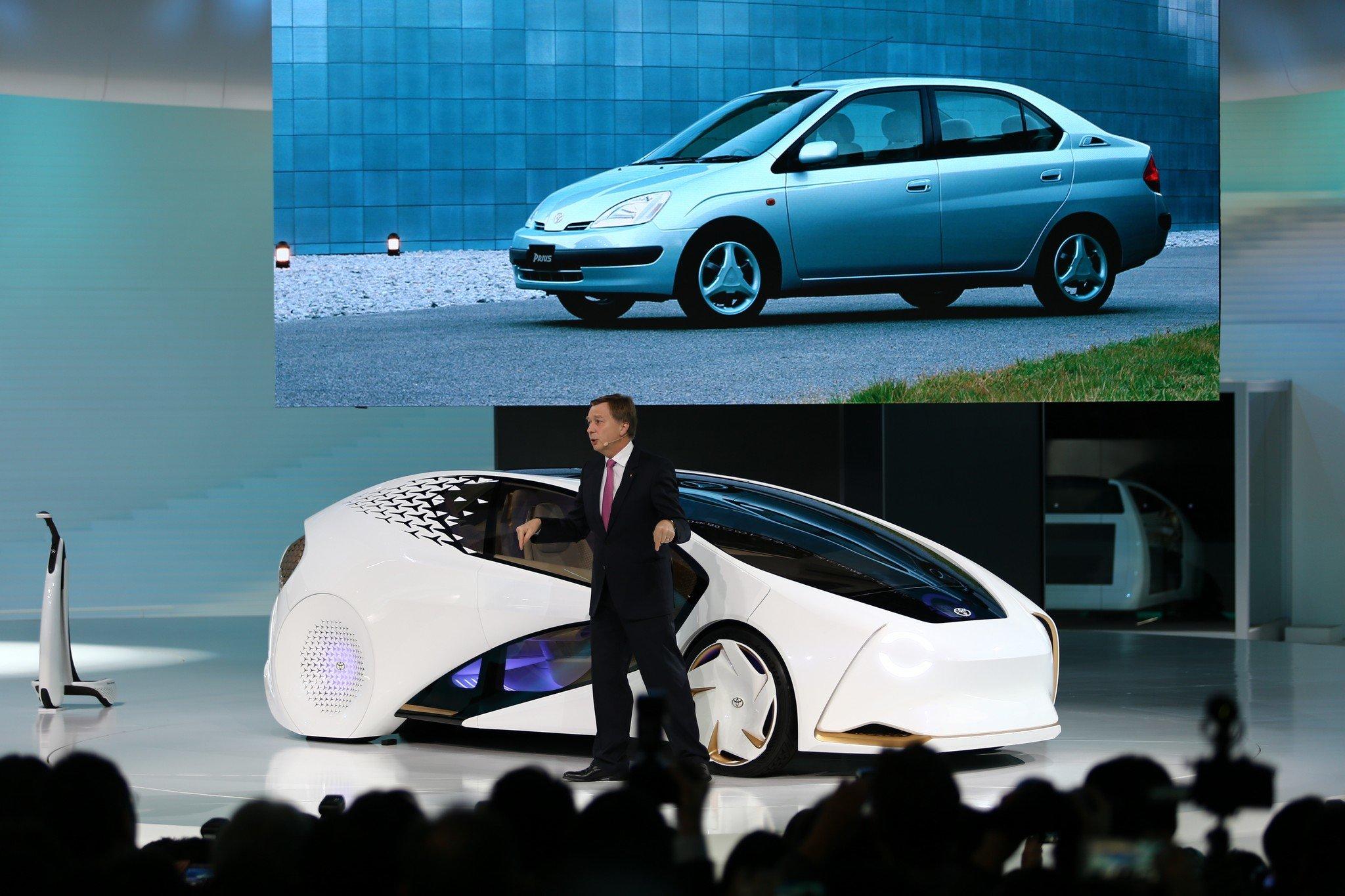 Состоялась премьера седана Тойота Crown обновленного поколения