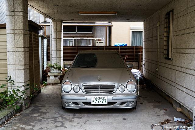 Лупатый Е-класс W210 пылится без дела