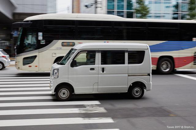 Один из самых распространенных типов кузовов в Токио: кей-кар-вэн